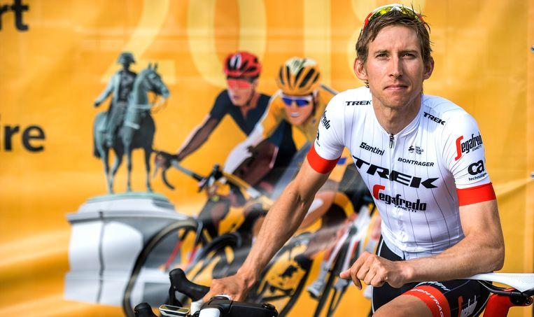 5de etappe: de Tour is op weg naar Quimper. Bauke Mollema verwacht dat de verkleining van het peloton zich pas de komende dagen in de bergetappes zal laten voelen. Beeld Klaas Jan van der Weij