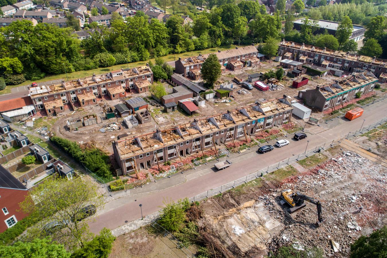 De Grote Zeeheldenbuurt in Vught ligt inmiddels helemaal plat en wordt herbouwd. De 78 gesloopte woningen in het gebied Esschestraat, Michiel de Ruyterweg en Maarten Trompstraat maken plaats voor 152 nieuwe woningen en appartementen.