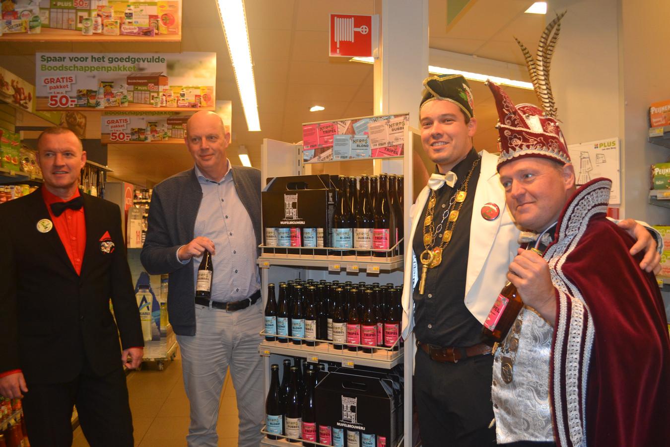 Herps Bier gepresenteerd door Geston Westrek, Wil Koopmans, burgemester Stan en Prins Frans Jan 1.