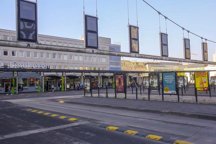 Stilte op busstation Neckerspoel in Eindhoven bij een eerdere staking in het streekvervoer.