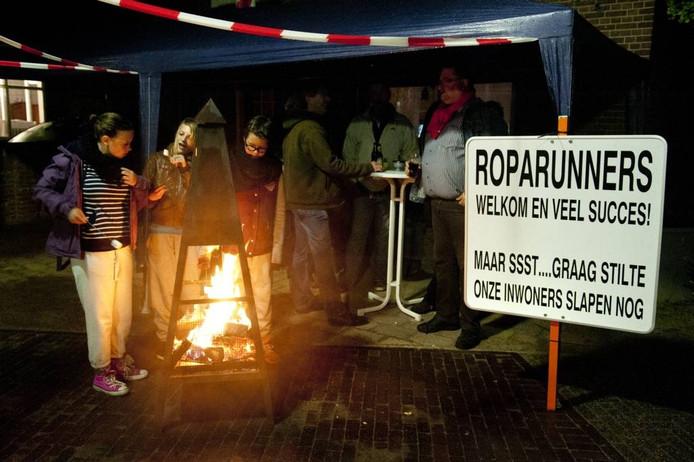 Lopers zien alle plaatsen onderweg en bepalen dan ook wie Roparunstad wordt. Deze gemeente mag 50.000 euro verdelen over kankergerelateerde doelen in de eigen gemeente. archieffoto BN DeStem