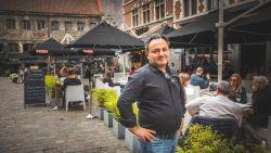 """Horecazaak wil witte parasols maar moet zwarte zetten van de stad: """"Zo komt er niemand onder ons terras zitten"""""""