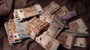 Tonnen aan cash gevonden bij drugshandelaren.