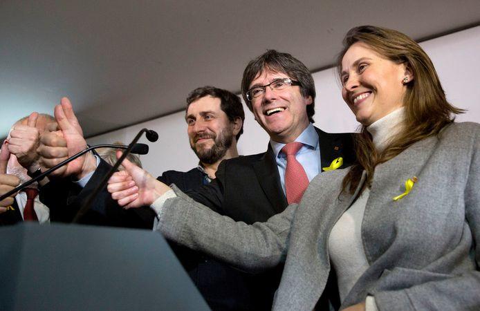 Ook de afgezette premier Carles Puigdemont toonde zich gisteren tevreden: zijn partij Junts per Catalunya blijft de grootste aan separatistische kant.