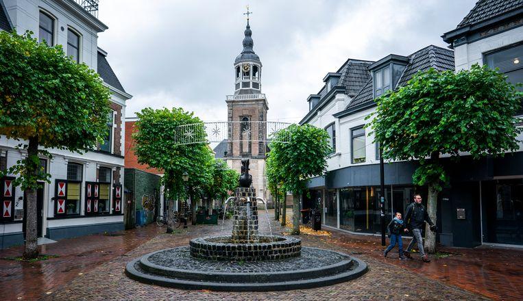De kruising van de Grotestraat en de Kerkstraat in het centrum van Almelo. Beeld Freek van den Bergh / de Volkskrant