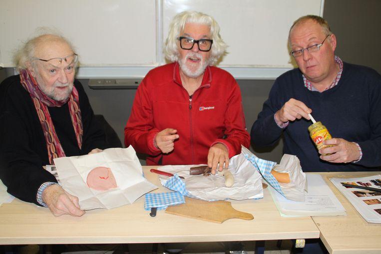Jacquy De Pauw (midden) haalde deze week nog de krant als lesgever in de cursus Oilsjters.