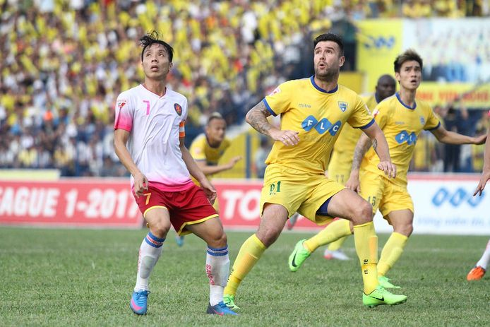 Danny van Bakel in het shirt van Than Hoa FC, een topclub in Vietnam.
