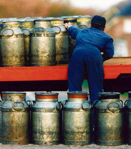 Wedstrijd melkbussen laden tijdens Handelskeuring Rouveen