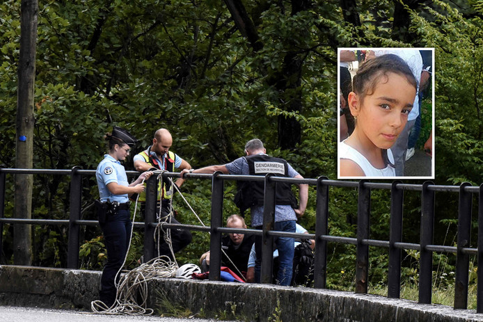 Een zoektocht van de Franse politie naar Maelys in Les Gorges de Chailles.