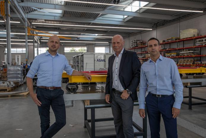 Louis Vosters trekt zich terug uit de directie van Wilvo, met links van hem Rob Lemmens en rechts Dennis Geerings. Zij maken deel uit van de verjongde directie.