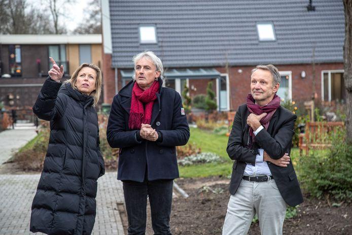 Minister Kasja Ollongren krijgt een rondleiding op het Knarrenhof in Zwolle, een van de eersten in Nederland.
