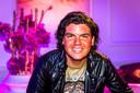 """AMSTERDAM - De verhuizing van zijn winkel naar het centrum van Tilburg deed Roy Donders de das om, maar desondanks heeft de Brabander geen spijt van zijn keuze. """"Ik heb zelf de keuze gemaakt om naar het centrum te gaan, je moet dan ook zelf op de blaren zitten"""", zei Roy in RTL Late Night. Dinsdag maakte hij bekend dat zijn zaak Rojami's failliet is."""