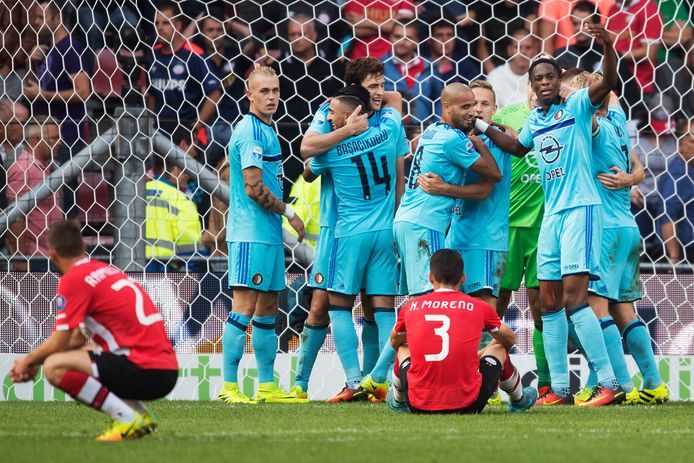 Feyenoord viert de winnende treffer van Eric Botteghin op bezoek bij PSV, in het kampioensjaar 2016-2017.