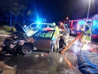 Dertiger gewond bij aanrijding : brandweer moet slachtoffer uit wagen bevrijden