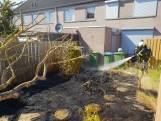Brand in achtertuin Kaatsheuvel: vlammen tot boven de schutting