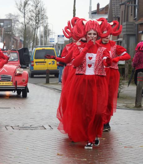 Kiek Ze Goan geeft alleen maar liefde tijdens stormachtig carnaval: 'All you need is alaaf!'