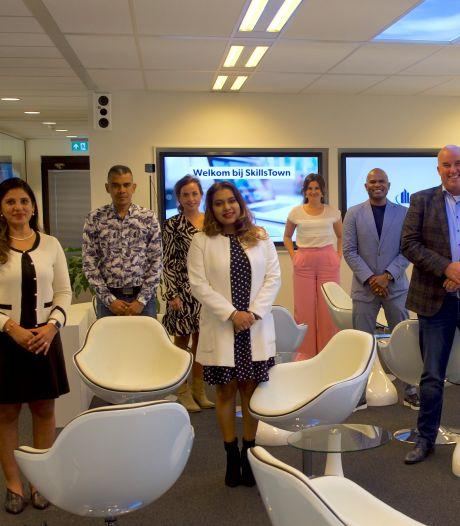 De Eindhovense online opleider SkillsTown helpt academie opzetten in Suriname