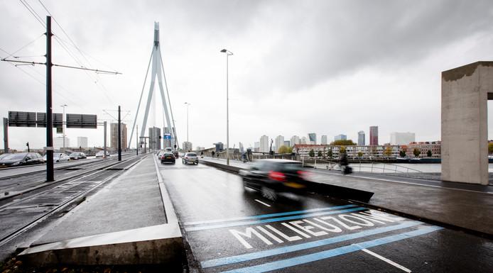 De Raad van State oordeelt dat de milieuzone in het centrum van Rotterdam van kracht blijft.