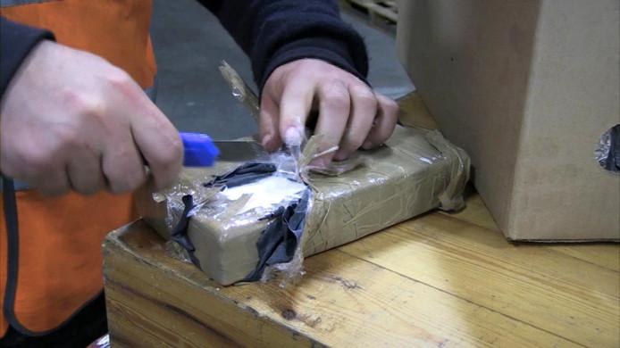 Een blok cocaïne zoals dat vaak wordt gesmokkeld.