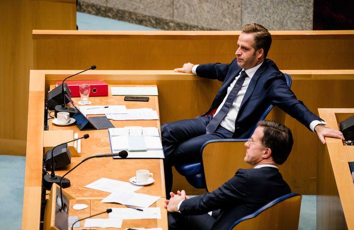 Minister Hugo de Jonge (Volksgezondheid) en premier Mark Rutte in de Tweede Kamer