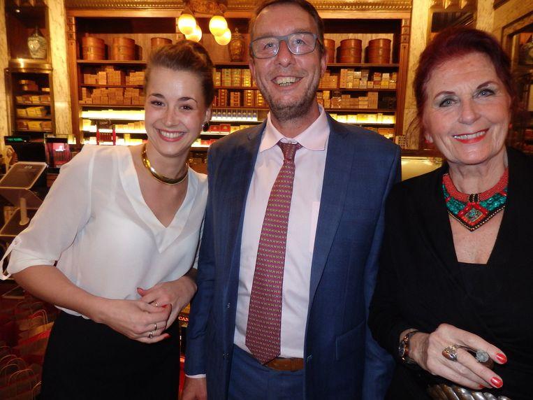 Iris Hols, Ernst Wilmering en Anne Kooij (vlnr), van sigarenhuis P.G.C. Hajenius Beeld Schuim