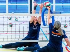 Zitvolleybalster Renske (26) wil naar de Paralympische Spelen, maar een tekort aan speelsters gooit roet in het eten