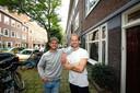 Robbert Kemperman en Philip Thiadens in de Bonairestraat in Amsterdam.