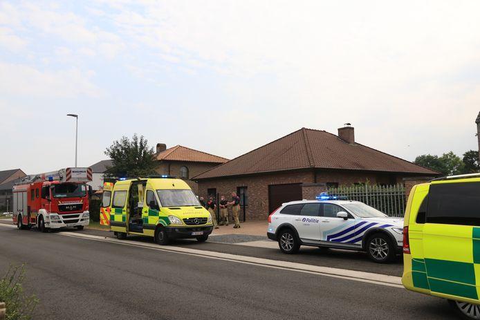 L'accident s'est produit aux environs de 14h20 derrière une habitation où l'homme tentait d'ouvrir l'engin à l'aide d'une disqueuse. Arrivés sur place, les secours n'ont pu que constater le décès de la victime, âgée de 47 ans.