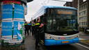 Op de Rijnstraat is iemand neergestoken in een bus.