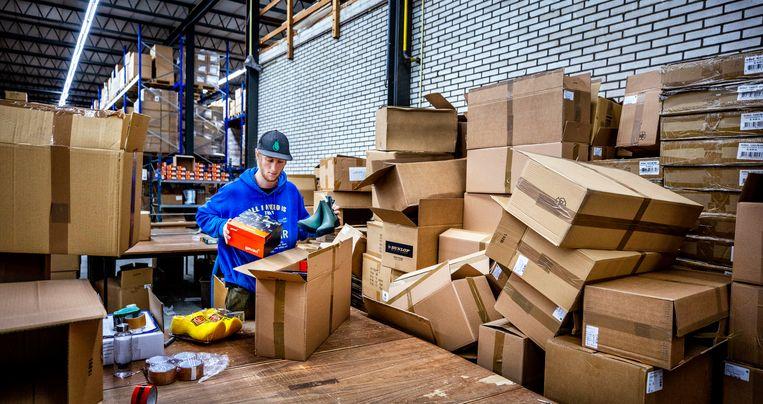 Uitzendkrachten uit de horeca worden onder meer ingezet in groothandels. Het afgebeelde bedrijf werkt samen met een gecertificeerde uitzender.  Beeld Raymond Rutting / de Volkskrant