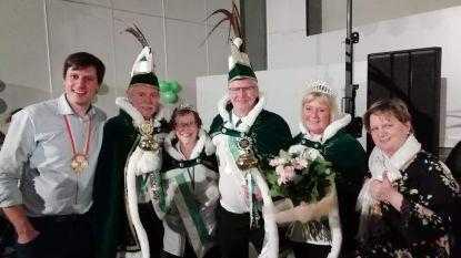 Dirk Couwelier kroont zich tot keizer op carnavalsbal