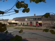 Noodreparatie aan dak sporthal Doesburg, ook al volgt straks de sloopkogel