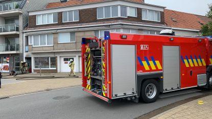 Appartement onbewoonbaar door keukenbrand, politie blust vuur en voorkomt erger