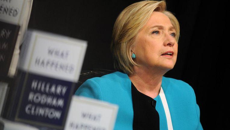 Hillary Clinton tijdens een signeersessie van haar nieuwe boek 'What Happened' in New York.