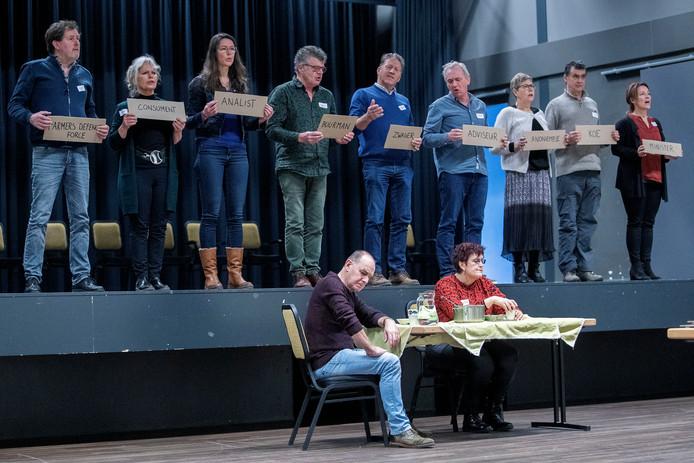 De voorstelling 'Iets met boeren' beoogt op lokaal niveau boeren en niet-boeren dichter bij elkaar te brengen.