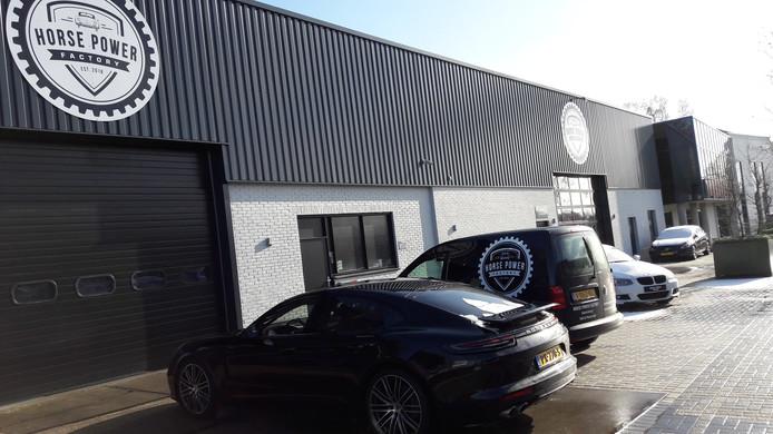 De Horse Power Factory verkoopt luxe auto's aan de Industrieweg in Winterswijk.