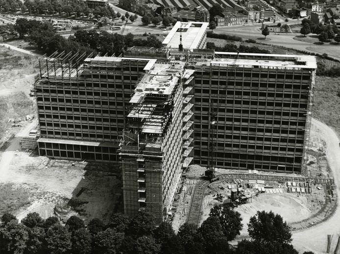 Een beeld van het Middelheimziekenhuis in opbouw, rond 1960.