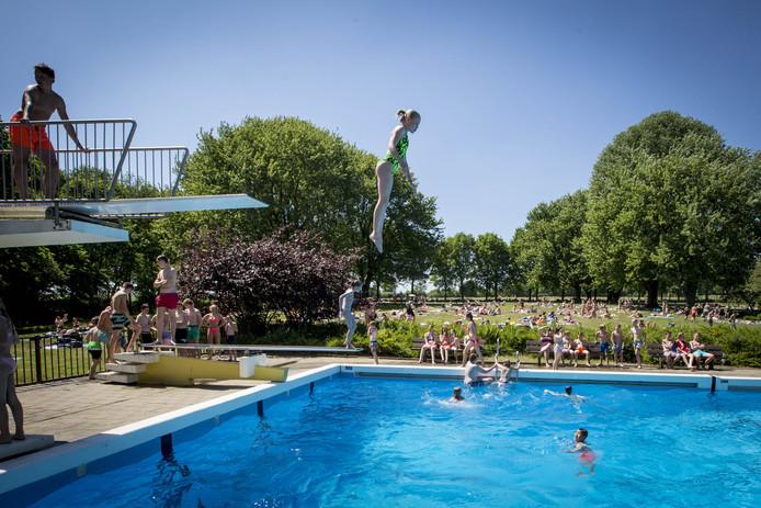 Delft heeft heimwee naar buitenzwembad delft ad.nl