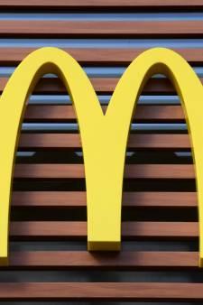 """De jeunes militants écologistes """"bloquent"""" un McDonald's à Bordeaux"""
