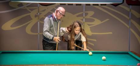Wim (81) is nog de enige van het clubje dus dochter Monique doet oproep: 'Wie wil met mijn vader biljarten?'