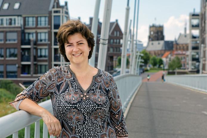 Raamsdonksveer - Marian Witte in 2019 op de Wim Letschertbrug tussen Raamsdonksveer en Geertruidenberg.