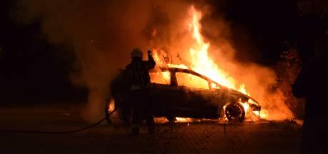 Auto brandt af op parkeerplaats in Haastrecht