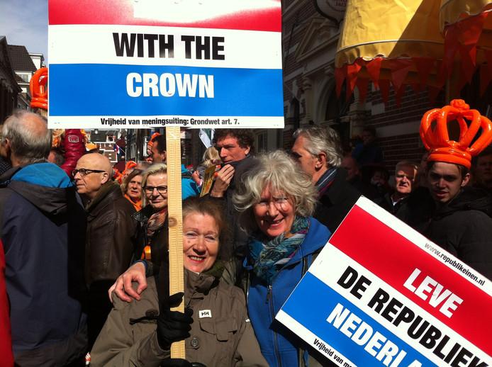 Voor Ineke en Ella, afkomstig uit Purmerend en Dordrecht, is het wat betreft het koningshuis nu tijd om te gaan. Te duur en te ondemocratisch.