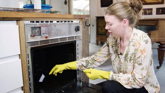Oven is zo weer blinkend schoon.
