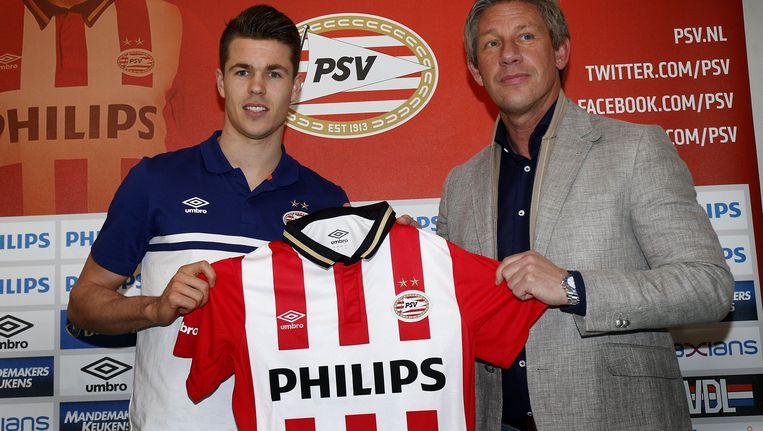 Marco van Ginkel tijdens zijn presentatie bij PSV. Beeld photo_news