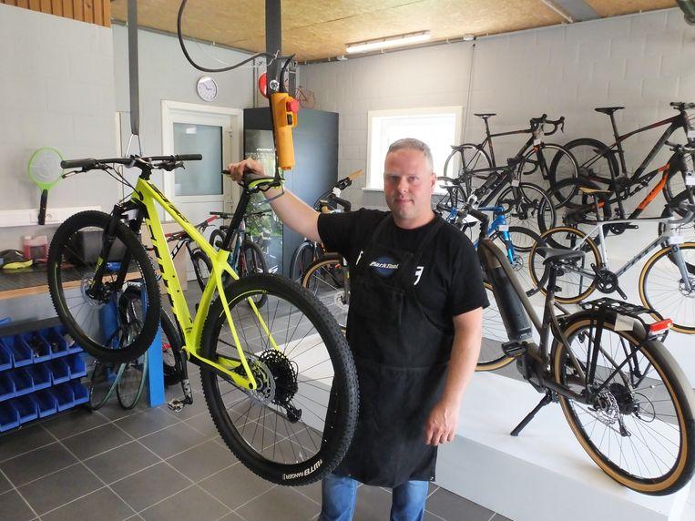 Francky Vermiesch in zijn winkel VF Bikes.