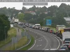 Verkeer vast door ongeval op brug bij Rhenen