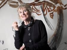 Kunstenares van Goudse expositie krijgt prijs van Aboutaleb