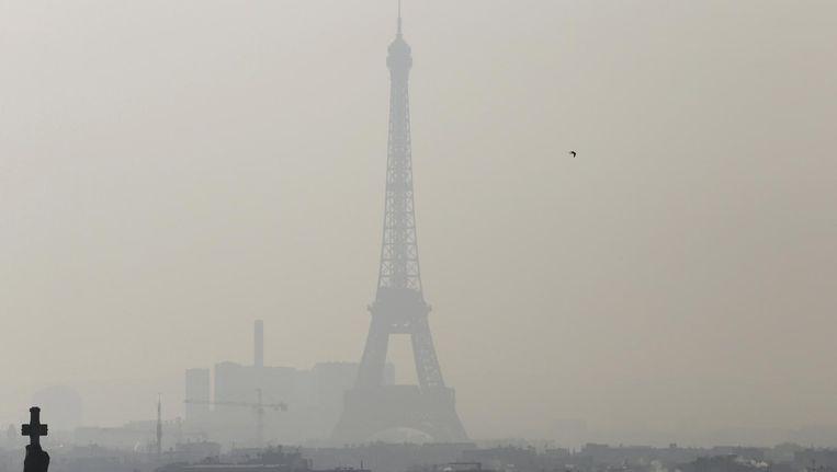 Smog in Parijs, de stad waar het klimaatakkoord werd getekend. Beeld null