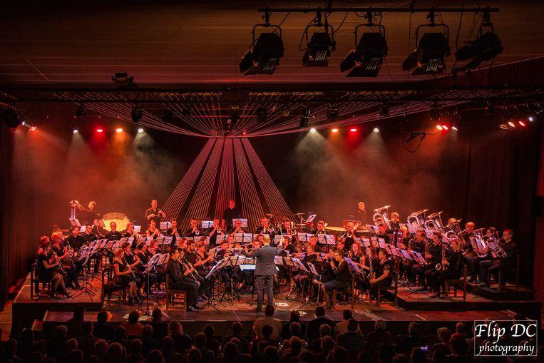 Op zaterdagavond 4 januari brengt de Koninklijke Harmonie Sint-Laurentius de wereldpremière van 'The Legend of The Bell'.
